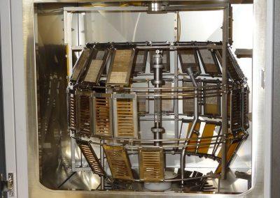Próbki umieszczone w komorze aparatu Wezerometr Ci4000