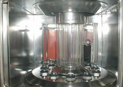 Próbki umieszczone w komorze aparatu Xenotest Alpha HE